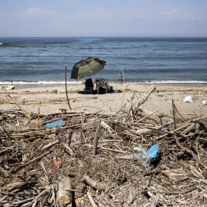 A walk to the ocean, to a plastic beach